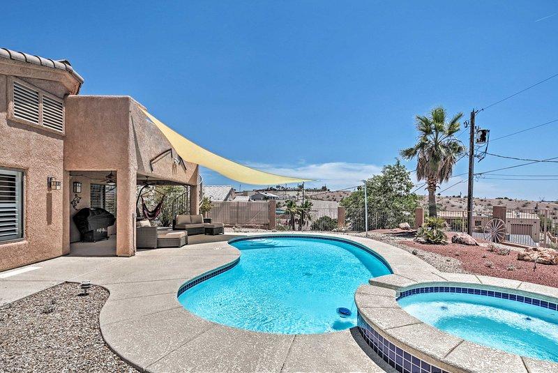 NEW! Oasis-Like Home in Lake Havasu w/ Mtn Views! – semesterbostad i Parker Dam
