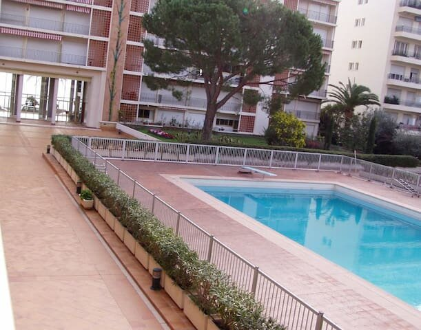 Studio fronte mare con piscina privata le Jardin du bord de mer Carnoles plage, vacation rental in Monaco-Ville