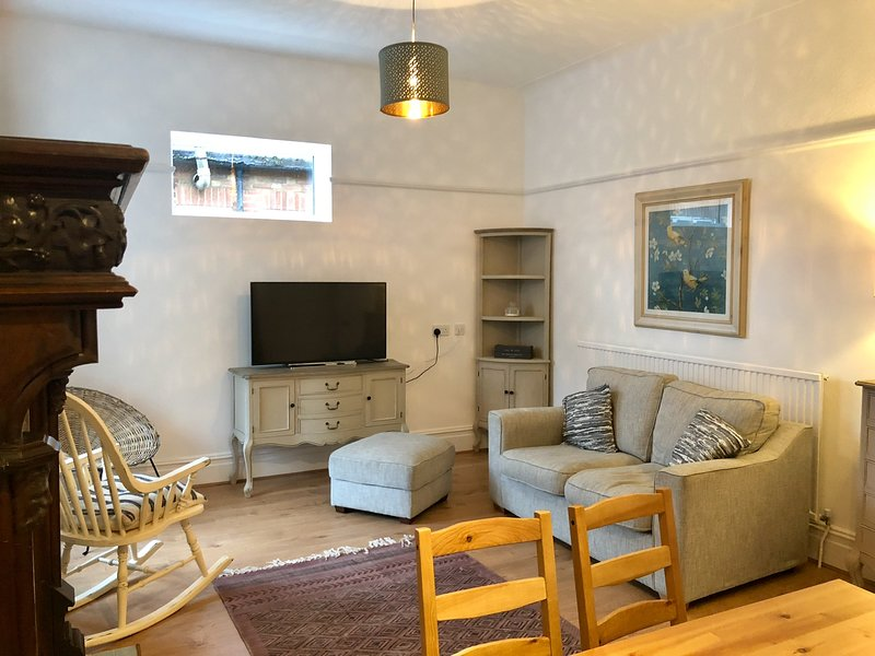 Stylish and Central 4 bedroom apartment, holiday rental in Burnham-on-Crouch