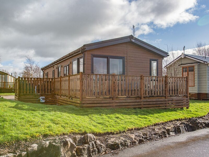 Sherwood 12 (Gold 2 Bedroom), South Lakeland Leisure Village, holiday rental in Burton-in-Kendal