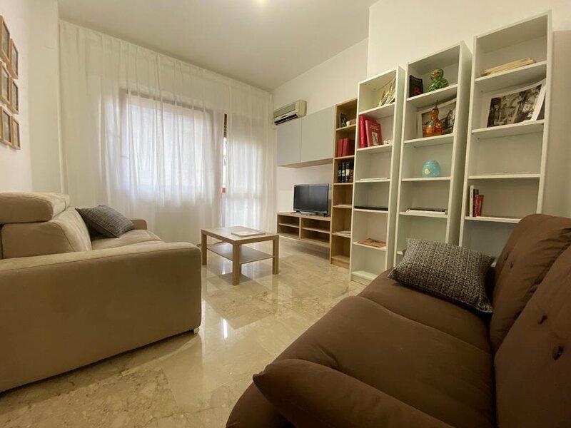 Appartamento in zona centrale sito al 4 piano e  completo di posto auto, alquiler de vacaciones en Belmonte Mezzagno