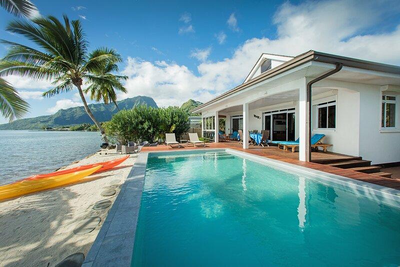 Villa TEPOE Pool and Beach (jusqu'à 15 personnes), location de vacances à Archipel de la Société