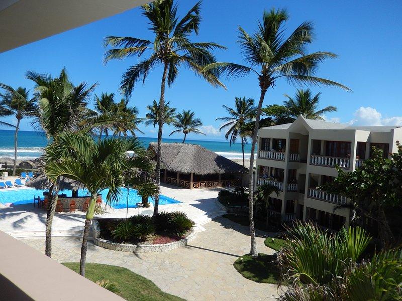 Beachfront Condo, Balcony & Pool – semesterbostad i Las Canas