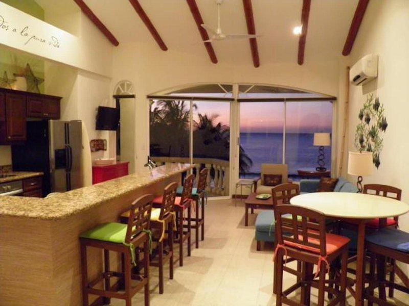 Potrero Sunset Beach front condo - Playa Potrero, holiday rental in Playa Prieta