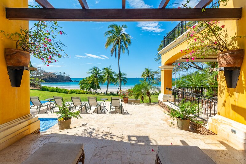 4-bedroom beachfront mansion is a few paces from the waves, holiday rental in Playa Prieta