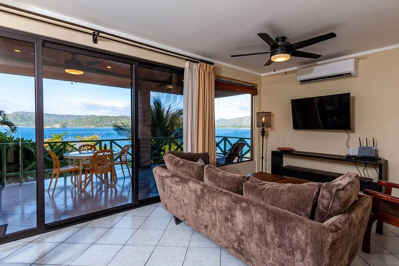 Beach Front with Stunning views- Playa Flamingo, holiday rental in Playa Prieta
