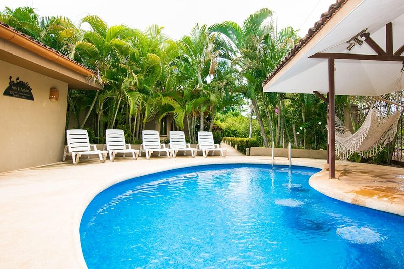 Updated budget condo - Centrally located at 5 minute drive from 4 beaches, vacation rental in Brasilito