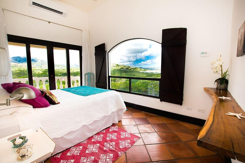 Great Designed Ocean and Mountain view Condo Tres Vista, holiday rental in Playa Prieta