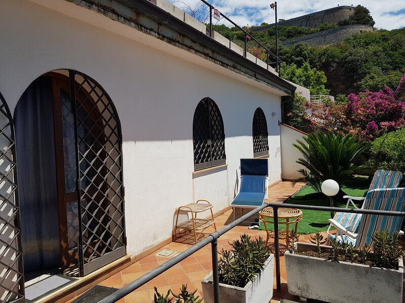 Casa Garraf2 vista mare, holiday rental in Terme Luigiane
