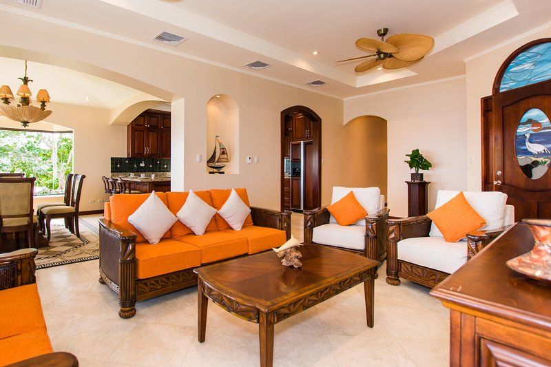 Big - luxury unit with sweeping ocean views a short walk to Hermosa Beach, holiday rental in Playa Hermosa