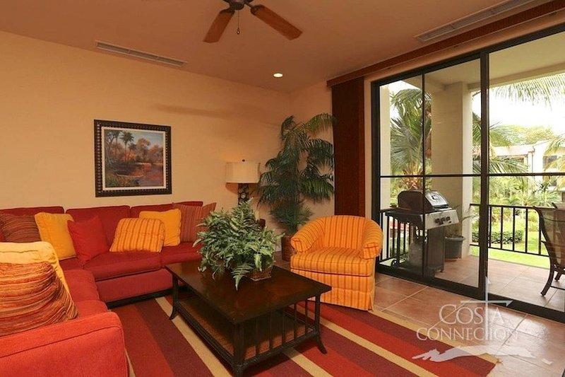 Luxe! Impressively designed 2nd-floor unit in Coco done in red and orange hues, alquiler de vacaciones en Playas del Coco