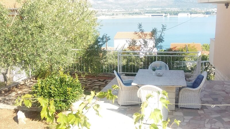 Zedno Apartment Sleeps 6 with Air Con - 5861855, holiday rental in Zedno