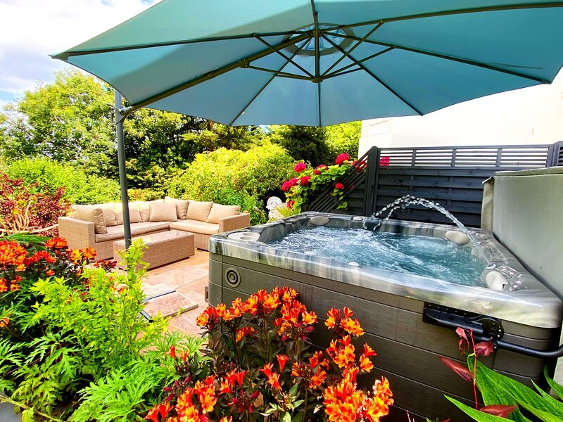 Luxury Townhouse with private hot tub, holiday rental in Torquay