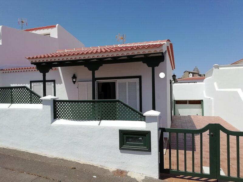 Abades Playa premier four rooms, vacation rental in San Miguel de Tajao