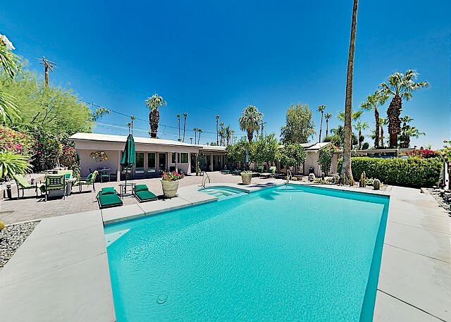 Immaculate Gated Getaway | Pool & Spa Oasis, Private Casita | Walk Downtown, alquiler de vacaciones en Greater Palm Springs