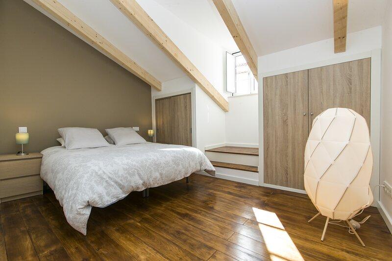 Magnifique Duplex au coeur de l'Affama - authenticité et modernité, holiday rental in Lisbon District