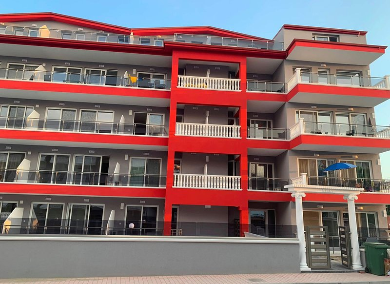 M & M RED LUXURY, holiday rental in Kitros
