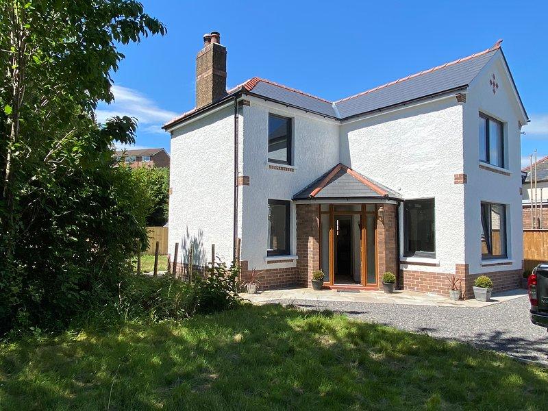 3bed GILWERN entire house , Patio, Garden,  Abergavanny, Crickhowell, holiday rental in Gilwern