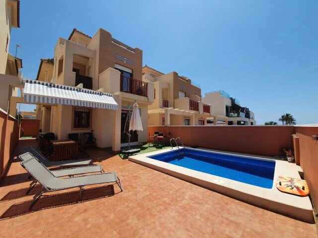 Stunning 3 Bed, 2 Bath Family Holiday Home. Near beach and restaurants – semesterbostad i Puerto de Mazarron