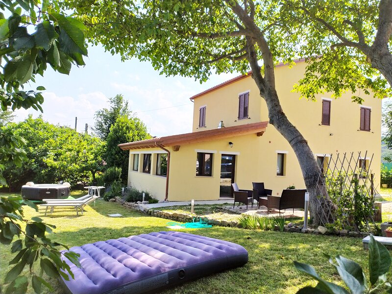 Le Margherite Country House, holiday rental in Montefortino