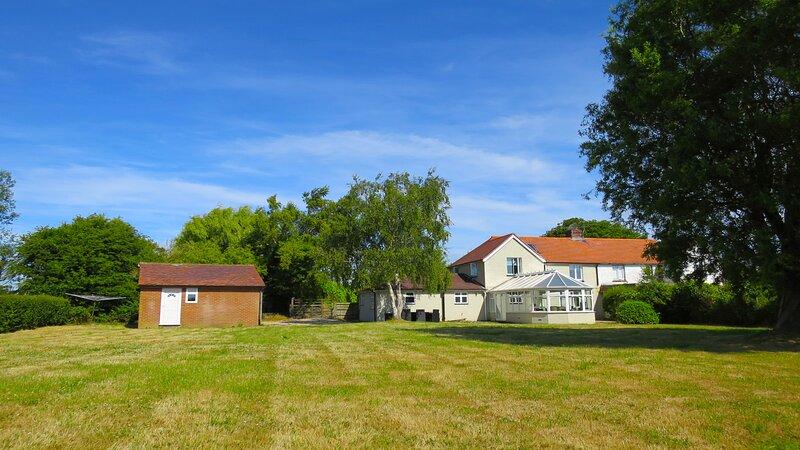 Castle Mill Cottage, Rye, East Sussex sleeps 10 guests, river side cottage, vacation rental in Icklesham