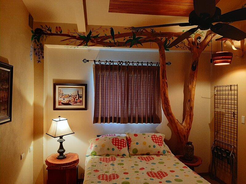 Motmot Room / Sleeps 2 / Free Breakfast, alquiler de vacaciones en Aguacate