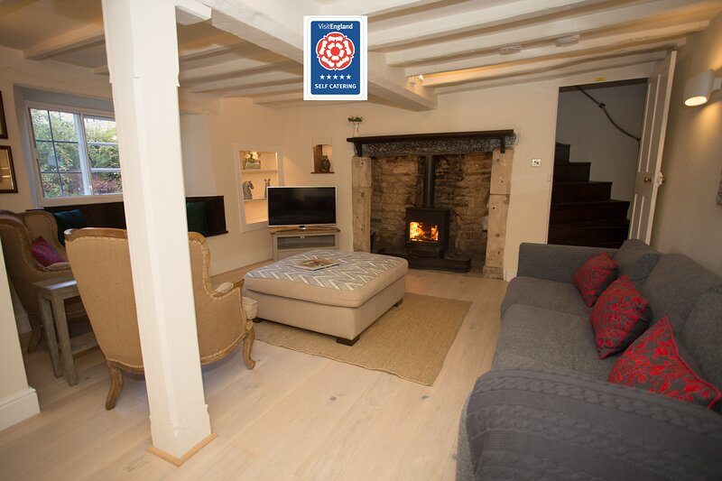 Pristine Luxury Grade II Listed Cottage including Riverview Annexe, sleeps 11, vacation rental in Bourton-on-the-Water