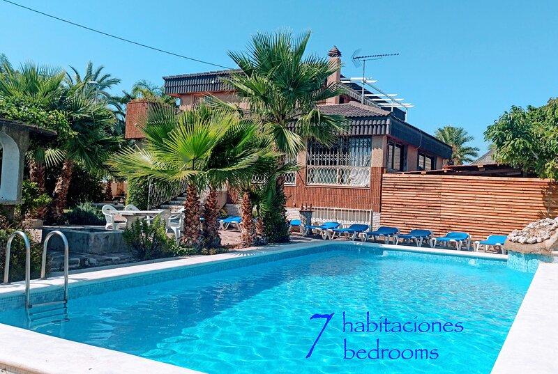 Villa ChaletBenidorm IN-TOWN, PRIVATE POOL, NEAR BEACH, location de vacances à Benidorm