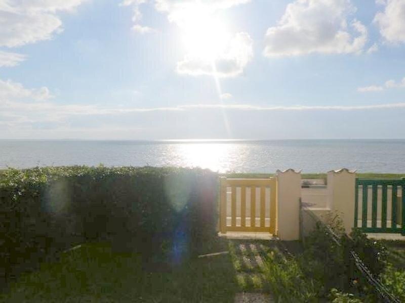 SAINT PALAIS SUR MER - APPARTEMENT FACE A LA MER SUR LA CORNICHE DE NAUZAN, vacation rental in Saint-Palais-sur-Mer