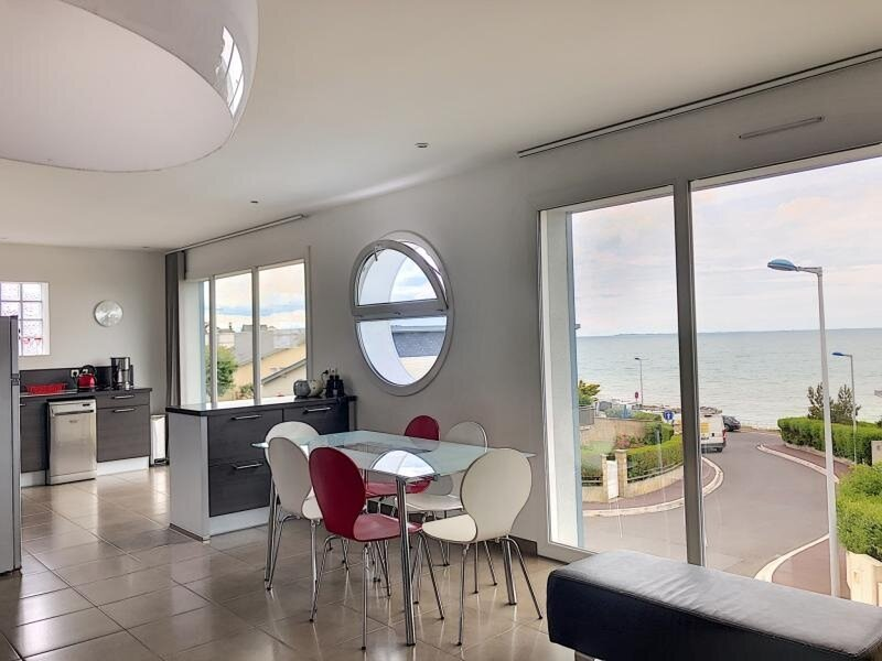 VUE MER-150M PLAGE-300M COMMERCES, holiday rental in Brehal