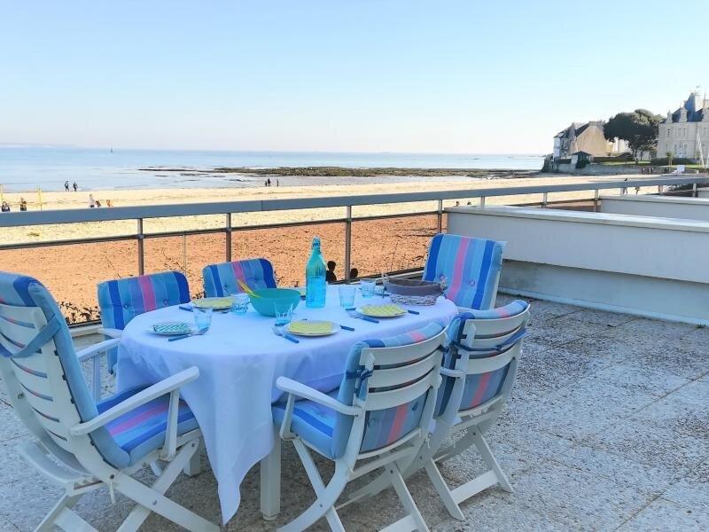 LE POULIGUEN ! Face mer, emplacement exceptionnel !, holiday rental in Le Pouliguen