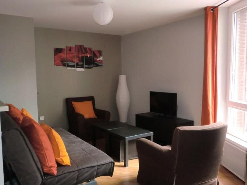 APPARTEMENT F3 A 50M DES THERMES, vacation rental in Le Mont-Dore