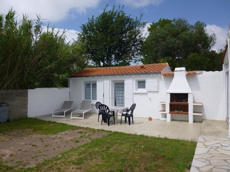 PETITE MAISON DE VACANCES AU FOND D'UNE IMPASSE, location de vacances à Beauvoir-Sur-Mer