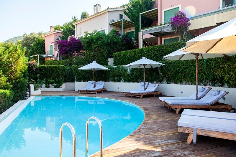 Luxury Apartment SolDeOro With Shared Pool &SeaViews, alquiler vacacional en Agia Varvara