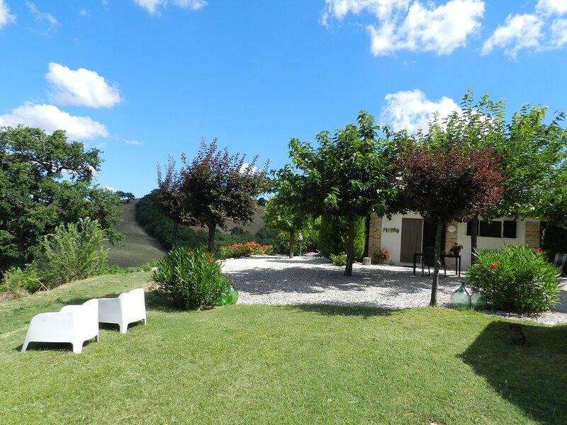 B&B Rosa nel Pozzo: app Sole, holiday rental in Loretello