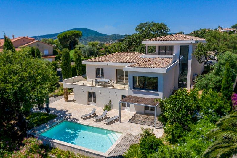 Villa avec Piscine Chauffée et vue mer, proche centre ville, location de vacances à Sainte-Maxime