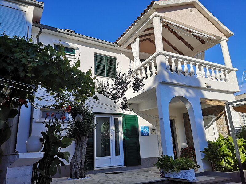 Authentic Mediterranean House, holiday rental in Rogoznica