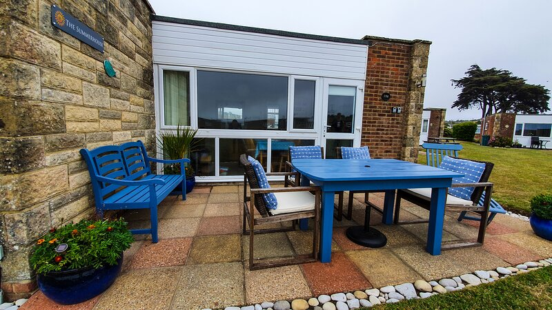 The Summerhouse - Spacious Self Catering Chalet - Isle Of Wight, vacation rental in Freshwater