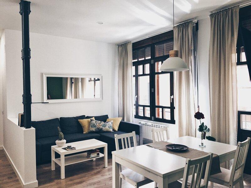 Apartamentos Pozo Amarillo II, holiday rental in Roscales de la Pena