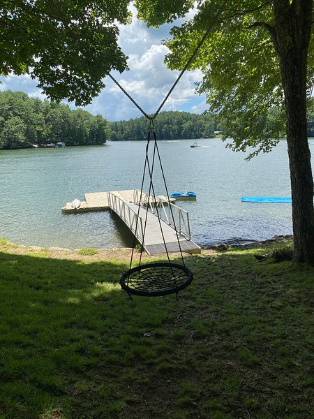 LAKE ACCESS-5 Bed/3 Bathroom newly renovated house with a private dock, alquiler de vacaciones en Glenville