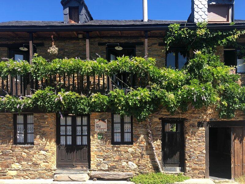 El Barreiro casa rural 4* alquiler íntegro 6 p. El Bierzo. León. Ideal familias, vacation rental in San Justo de Cabanillas
