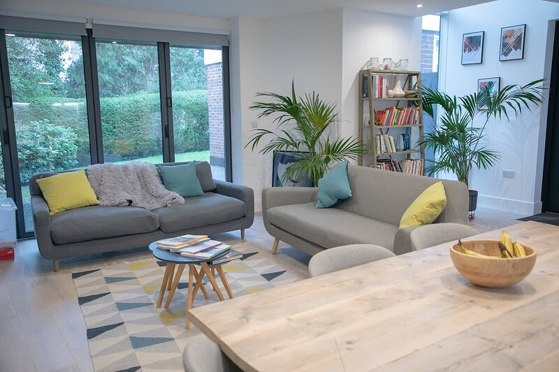 Trendy & Elegantly Designed 2 Bedroom North London Suite, Ferienwohnung in North Finchley
