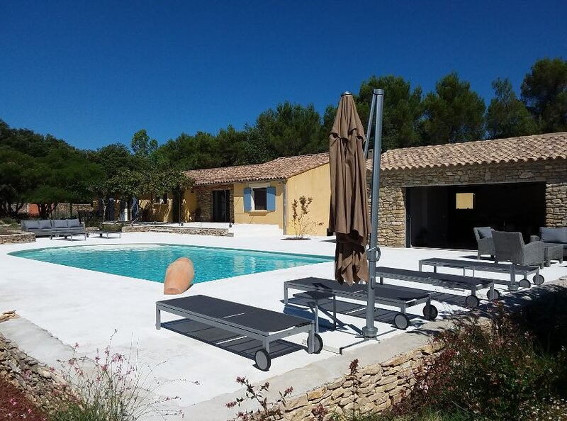 La Clairiere : Holiday House with pool and large poolhouse, holiday rental in Bagnols-sur-Ceze