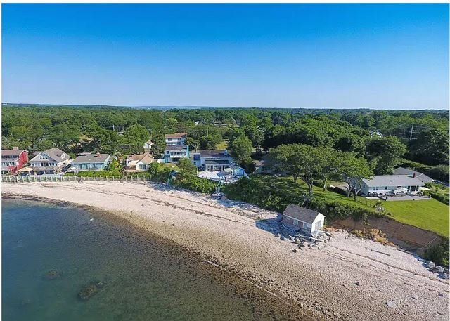 Greenport Waterfront Coastal Cottage on the beach Newly remodeled, holiday rental in New Suffolk