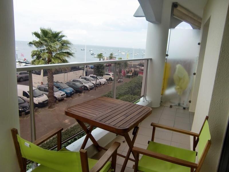 T2 Cabine de 35m2 avec magnifique vue sur le port de plaisance d'Arcachon, avec, vacation rental in Arcachon