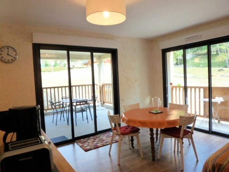 APPARTEMENT AVEC 2 CHAMBRES, GARAGE, BALCON ET TERRASSE SUD, holiday rental in Betpouey