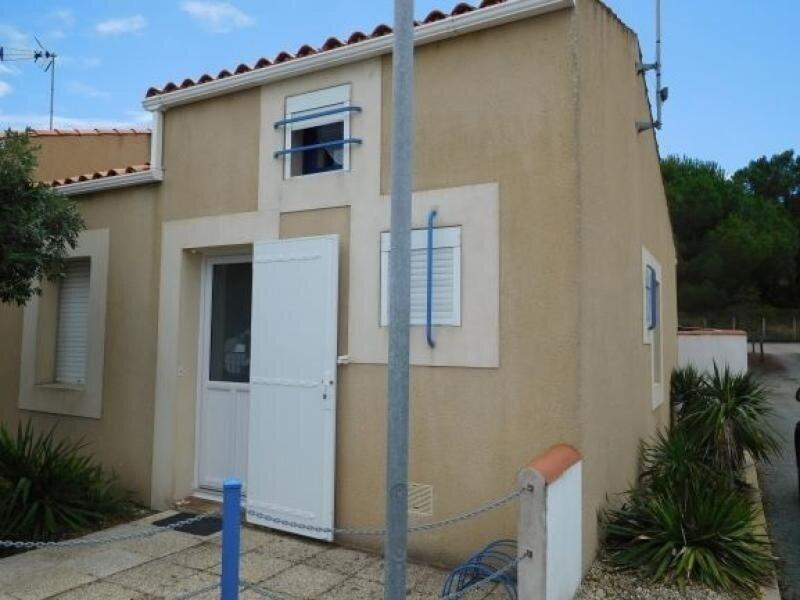 MAISONNETTE FACE AUX DUNES, ACCES DIRECT PLAGE, vacation rental in Saint-Michel-en-l'Herm