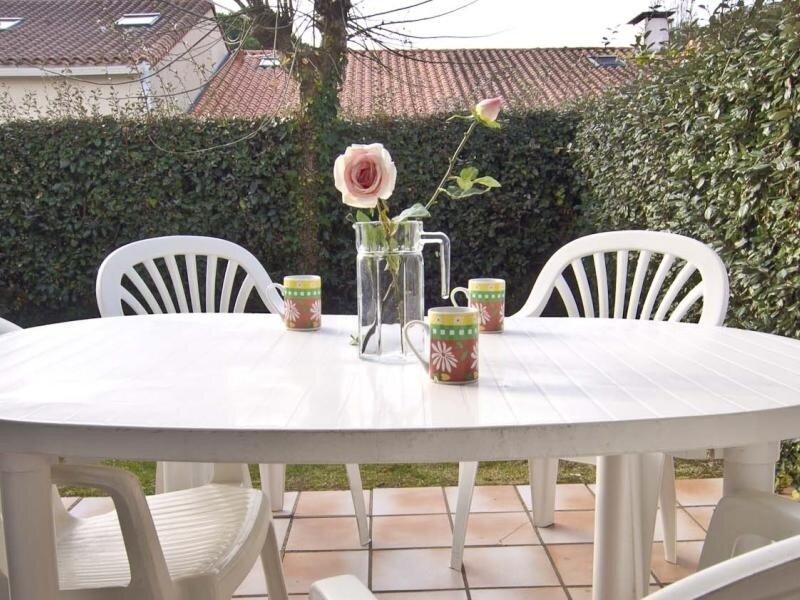 RIVAGES D'OLONNE  - T2 AVEC JARDINET, vacation rental in Chateau-d'Olonne