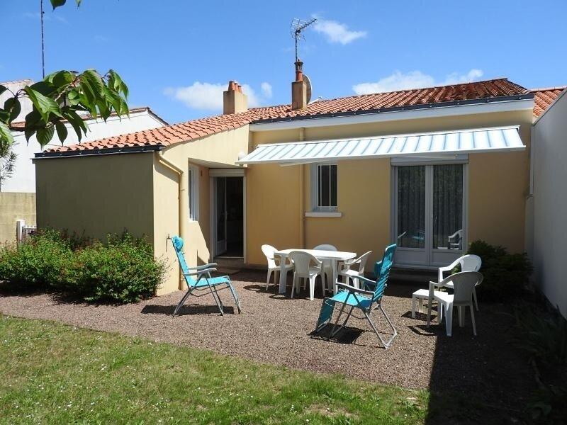RUE J. VEDRINES- AGREABLE PAVILLON AVEC JARDIN CLOS, location de vacances à Les Sables d'Olonne