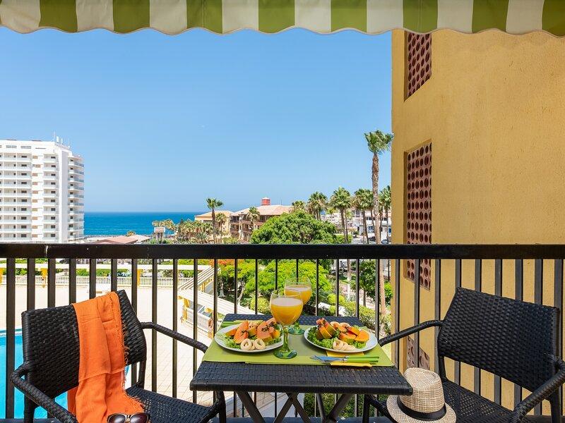 32.Bright Copacabana ocean view,WiFi,pool, holiday rental in La Caldera
